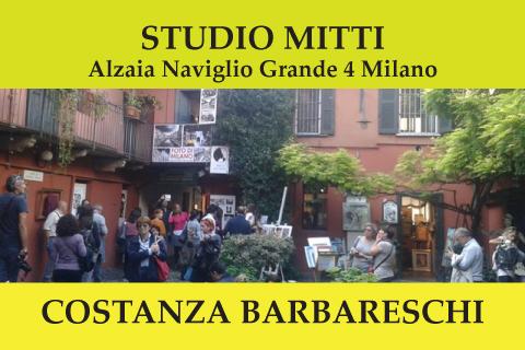 Costanza Barbareschi sui Navigli a Milano