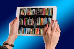 tablet con libreria nel display