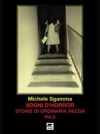 donna terrificante scende le scale