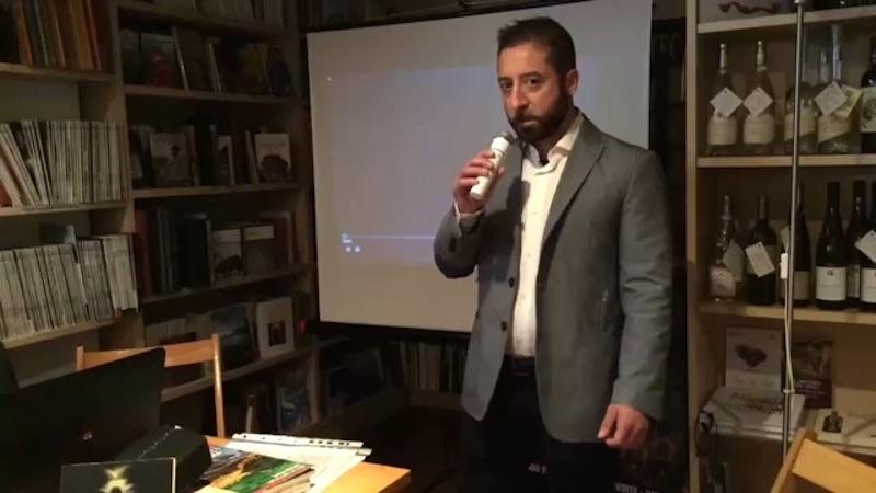 L'autore in una presentazione