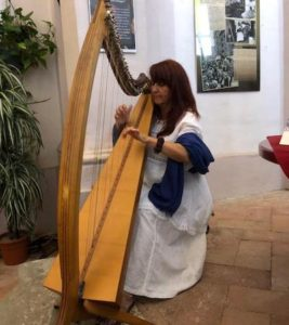 Patrizia Borromeo all'arpa